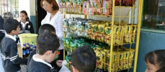 Cooperativas escolares en México, donde aún se venden alimentos y bebidas chatarra en escuelas de educación básica