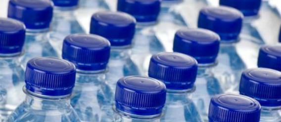 ¡Despídete del agua embotellada! Cuida tu bolsillo y el ambiente