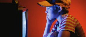 Razones de peso para reducir el tiempo que niñas y niños ven televisión