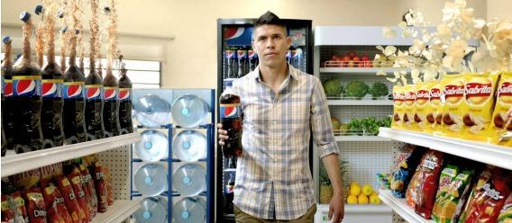 El futbilista mexicano Oribe Peralta anunciando el refresco de cola Pepsi