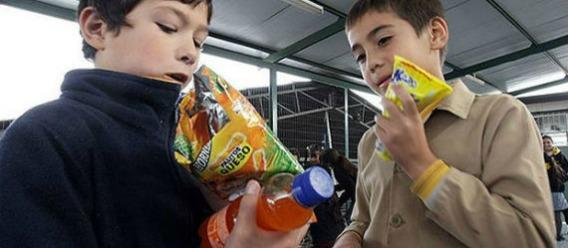 México es el segundo país que más gasta por obesidad; consumidores culpan a firmas de comida chatarra