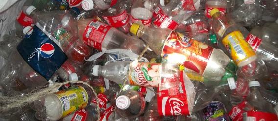 Los refrescos embotellados dañan tu salud y el medio ambiente