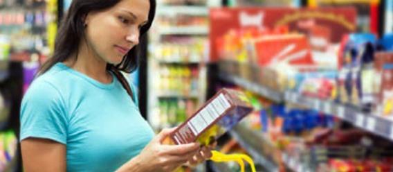 Más laxos que en Perú, los criterios para otorgar sello nutrimental: congresista