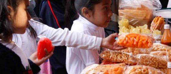 """Piden prohibir venta de comida """"chatarra"""" en escuelas"""