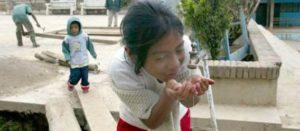 Enferman cada año 2.5 millones de niños por causas asociadas al agua
