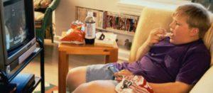 Niños podrían desarrollar obesidad si exceden uso de computadora y TV