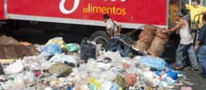México tira 10.4 millones de toneladas de comida al año por malas políticas: analistas