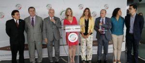 México gasta cada vez menos en salud; recortes y opacidad brillan: senadores y ONGs