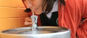Lentos e inciertos los avances al cumplirse el plazo para la instalación de bebederos en las escuelas mexicanas