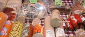 La carne procesada, declarada cancerígena, es alimento base del mexicano más pobre