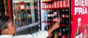 58% de los mexicanos aprueba el impuesto al refresco; siete de cada 10 lo consume: Parametría