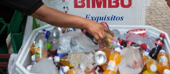 Buenas noticias, México: el leve impuesto de 10% bajó hasta 12% el consumo de refrescos
