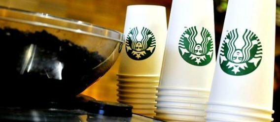 """Los niveles """"escandalosos"""" de azúcar en las bebidas de las cadenas de cafeterías"""