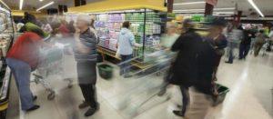 Francia aprueba una ley para prohibir a los supermercados desperdiciar comida