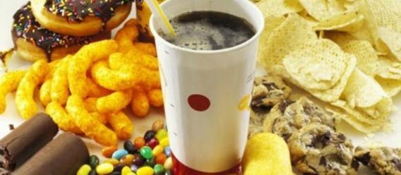 Falta de sueño influye en gusto por comida chatarra: estudio