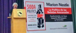 """La salud pública no debe estar en manos de """"científicos"""" al servicio de la industria refresquera: Marion Nestle"""