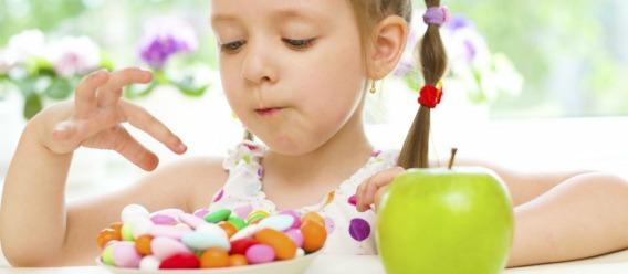 Niños deben consumir menos azúcar, no calorías