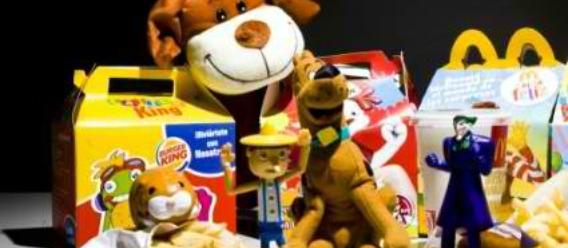 Cajitas felices de McDonald's con juguetes y artículos promocionales para niños