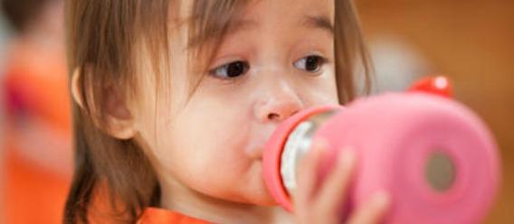 Nueva recomendación: nada de jugo de fruta para niños menores de 1 año