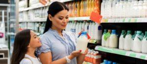 Cuide la salud de sus hijos verificando las etiquetas de los alimentos