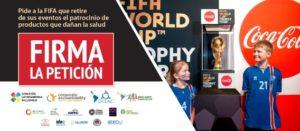 Banner que invita a firmar la petición del retiro del patrocinio de Coca-Cola de la Copa Mundial