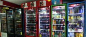 Refrigeradores llenos de refrescos