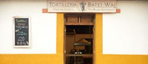 Fachada de la tortilleria Bats´i Waj de Chiapas, México