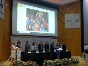 """Entrega del Premio """"Campeones de la Salud"""" a El Poder del Consumidor, a través de su director Alejandro Calvillo, por su trabajo en la defensa de la salud pública y la lucha contra la epidemia de obesidad y sobrepeso"""