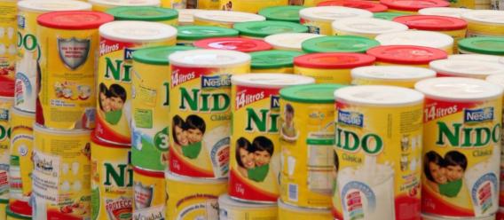 Botes de leche en polvo Nido de Nestlé