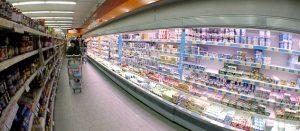 Supermercado sección de refrigerados en Italia