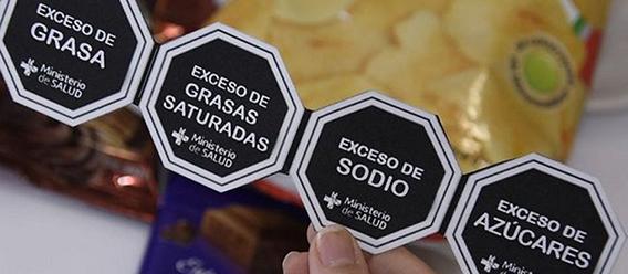 Octágonos del etiquetado frontal de advertencia de productos en Perú promovido por el Ministerio de Salud (Minsa) peruano
