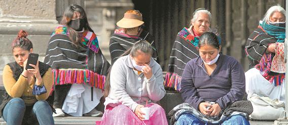 Mujeres indígenas mexicanas con cubrebocas
