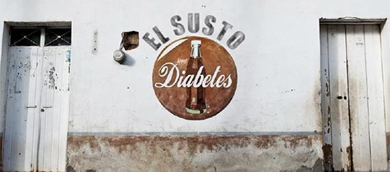 Anuncio semejante a los de Coca-Cola a manera de portada del documental El Susto