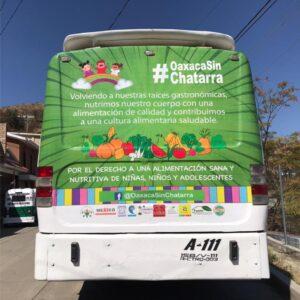 """Ejemplo en autobús de la segunda etapa de la campaña """"Por el derecho a una vida sana, Oaxaca sin Chatarra"""""""