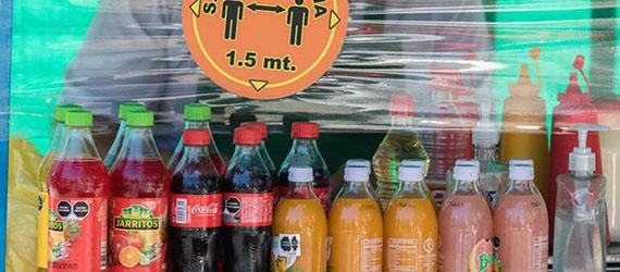 Bebidas azucaradas en un puesto en la calle